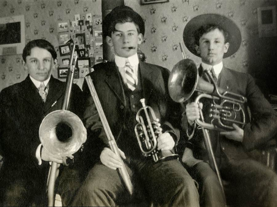 B2 - Orchestra with rifles, 1917