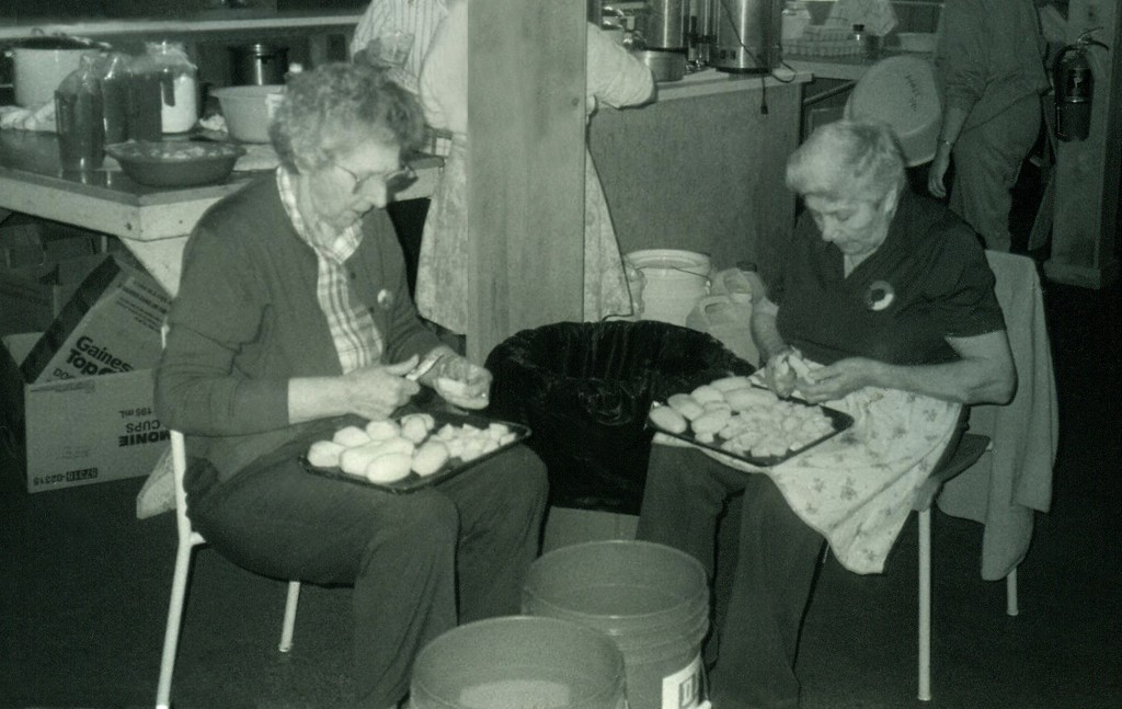 Banner 2 FJP-DPI - Pomquet two women making fricot a poule l