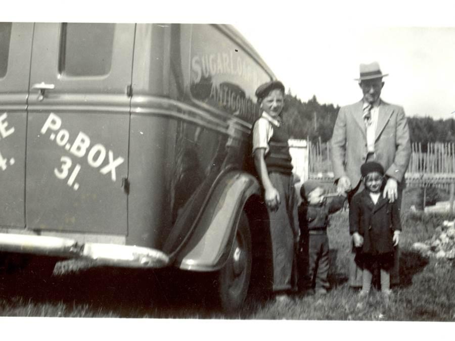 B12 - Glencross family, Sugarloaf Bakery, c 1940s