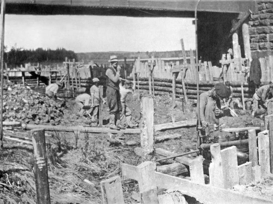 B13 - Building culverts, Summer 1917, possibly Jimtown