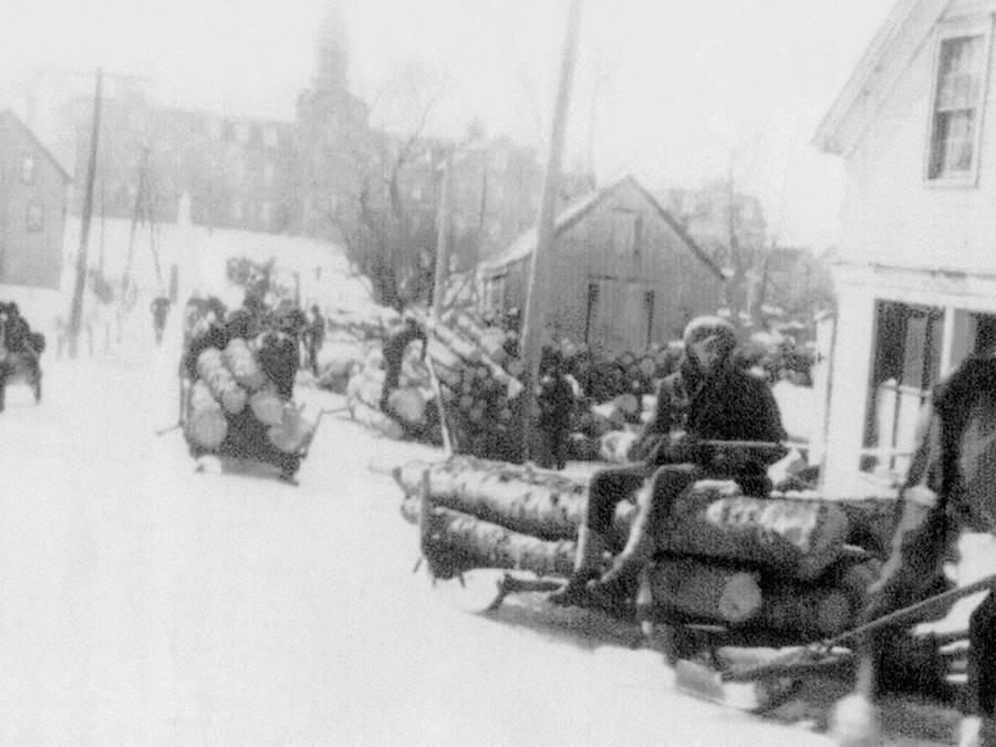 B13 - Hauling Logs up Hawthorne Street