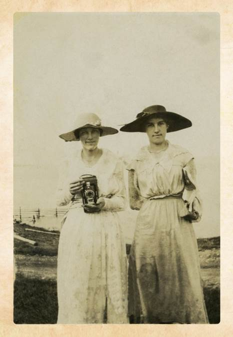 B5 - Millinery and photography, c 1915