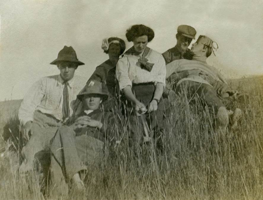 B5 - Work or play c 1910
