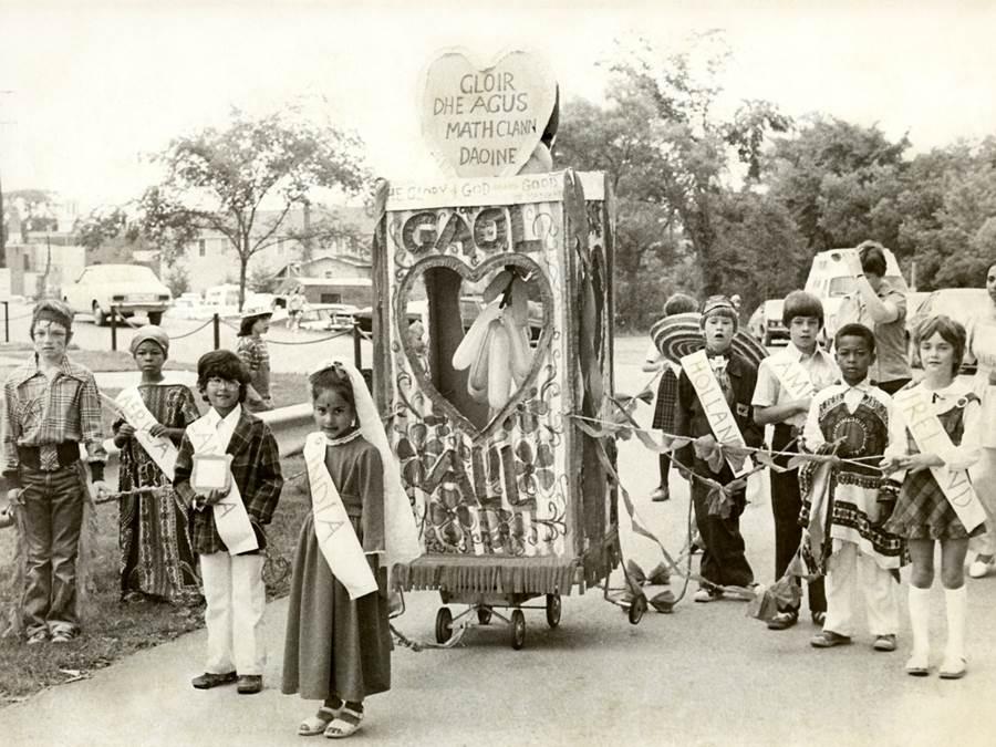 B6 - Highland Games, multicultural float, c 1970