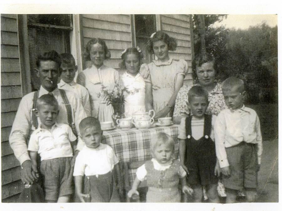 B6 - Van Berkel family with tea service from Holland, Salt Springs, c. 1955