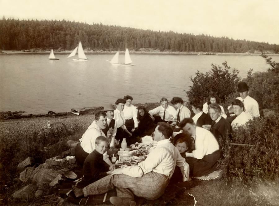 B7 - Picnic at Lanark, circa 1930s