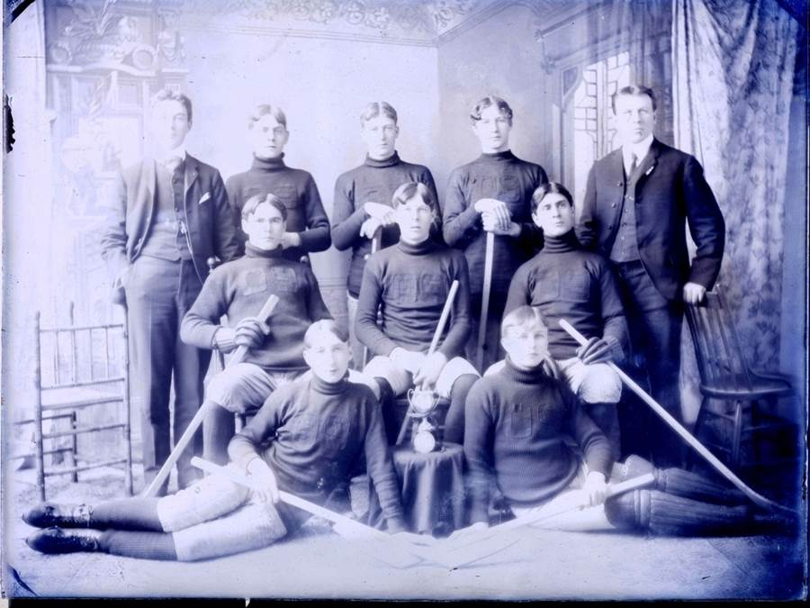 B7 - StFX hockey team, 1909