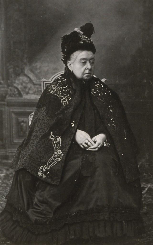 Queen-Victoria-Her-Latest-Portrait-1900_tr_4643_566